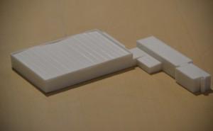 Modell över skolan med den eventuella utbyggnaden av matsalen.