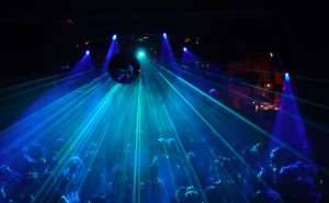Crowd_and_laser (1)
