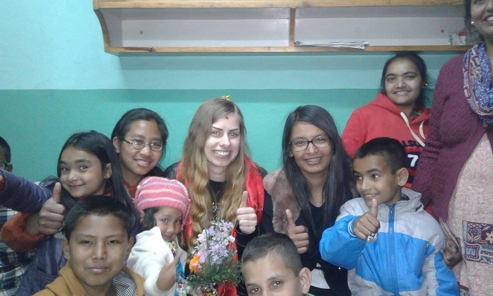 Besök hemma hos Santoshis familj